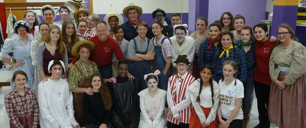 Warwick High School student actors in Charlotte's Web