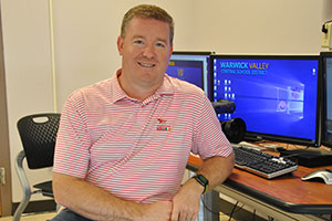 WVHS alum Brad Cheney visits classes