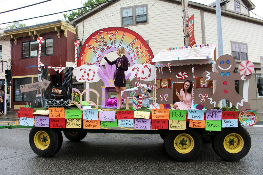 Senior class homecoming float
