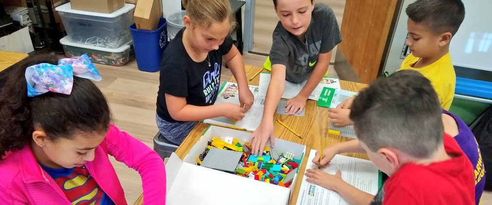 students playing withLEGO